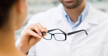 how-to-become-an-optician