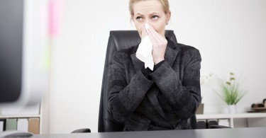 how-to-survive-offices-cold-and-hot-temperatures
